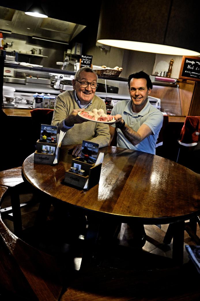 Theo Putman (links) en Tjeerd Greben van Joop's Broodjes.