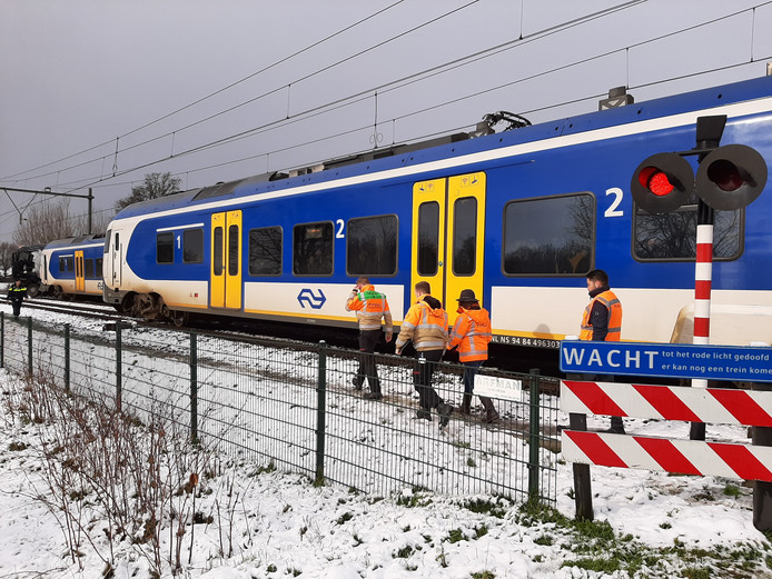 Vervangende trein haalt gestrande reizigers op