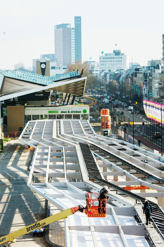 De overkapping van het nieuwe busstation.