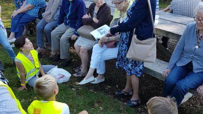 Leerlingen De Wante trekken met bewoners woon-zorgcentrum Haagwinde het bos in