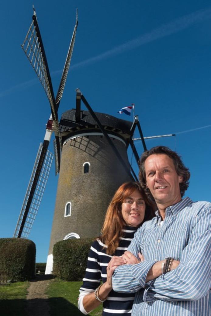 Nicole en John Deeben waren na één nachtje slapen in de molen smoorverliefd op het bouwwerk in Brouw