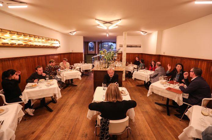 Voor de laatste avond een volle zaal voor restaurant Le Hollandais.