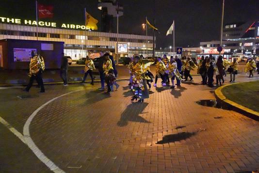 Het Worldhotel Wings, nabij Rotterdam the Hague Airport, is ontruimd. Mensen worden naar het naastgelegen Ibis hotel begeleid.