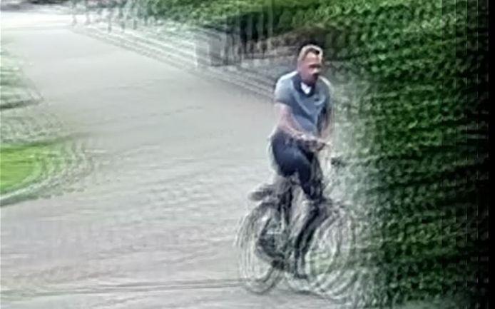 Specialisten hebben de beelden van de verdachte van de zedenzaak in Roden bewerkt.