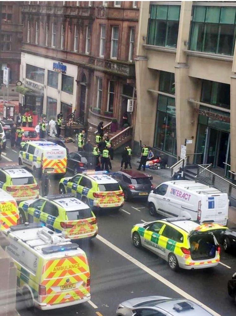 Politie en ambulancediensten zijn in groten getale uitgerukt.