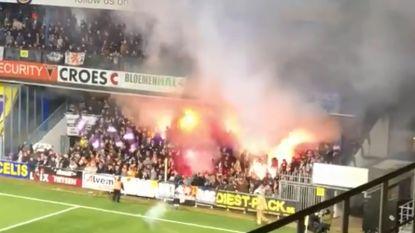 Anderlecht-fans gooien rookbommetjes op veld STVV: ref Verboomen legt wedstrijd stil