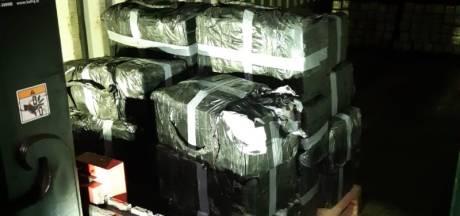 Nieuwsoverzicht | 750 kilo 'spatzuivere' cocaïne gevonden in lading - Inderdaad kernwapens op vliegbasis Volkel