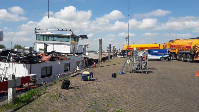 Pompwagens aanwezig in Moerdijk.
