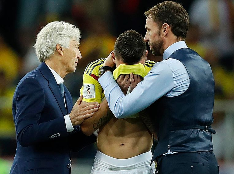 Uribe, hier geflankeerd door Colombiaans bondscoach Jose Pekerman (links) en Gareth Southgate.
