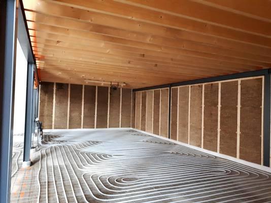 Een sportzaal in het Limburgse Tegelen wordt gebouwd met panelen van geperst stro van het Eindhovense bedrijf Strotec.
