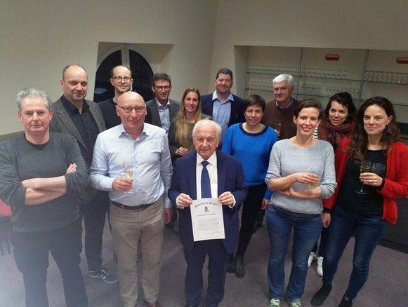 Albert Vandezande, ere-burgemeester van Oud-Heverlee ontving na de gemeenteraadszitting van 26 maart het Burgerlijk Kruis Eerste Klasse