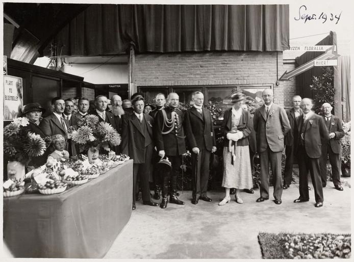 Een planten-, groente- en fruittentoonstelling in de inmiddels gesloopte Markthal in de Breestraat in 1929.