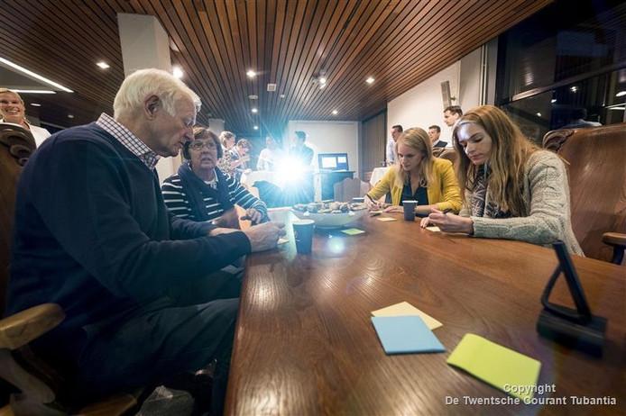 De Eerste avond waarop inwoners ideeen kunnen inleveren over de toekomst van een deel van het gemeentehuis trok 15 bezoekers.