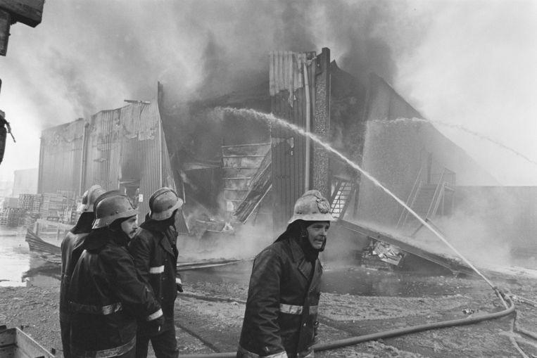 De brandweer kon de Makro in Duivendrecht niet redden.  Beeld Bogaerts, Rob / Anefo