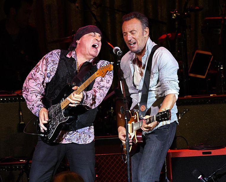 'Dat ik van de Telecaster ben overgestapt op de Stratocaster kwam door Bruce.' Beeld getty