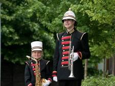 Sebastianus betrekt uniformen bij 'kleermaker van de koning'