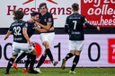 Thomas van Bommel juicht na zijn late 1-1 namens MVV tegen Helmond Sport.