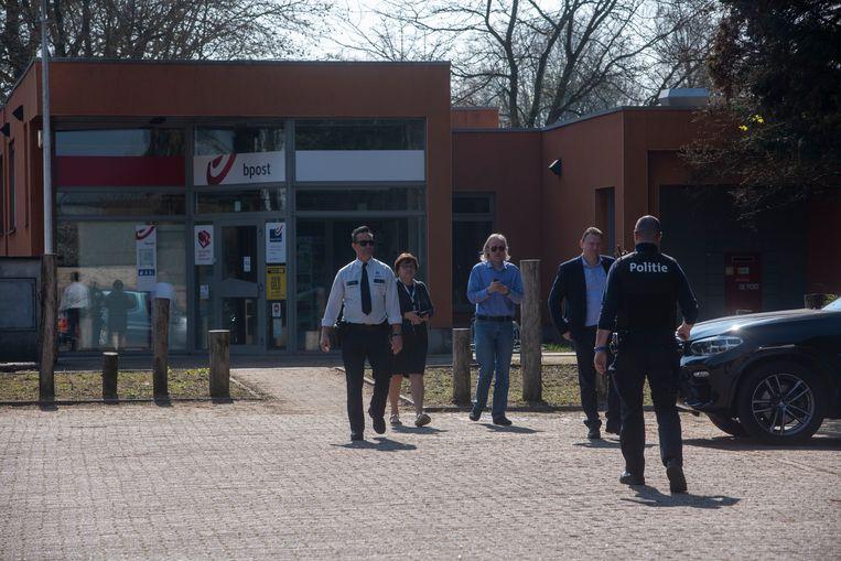 Het bpost-kantoor in Laarne werd zaterdagochtend overvallen. Verantwoordelijken van bpost en de politie zijn ter plaatse.