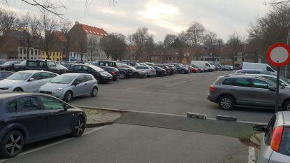 Bijzonder druk in Brugge: zelfs Beursplein is nu parking