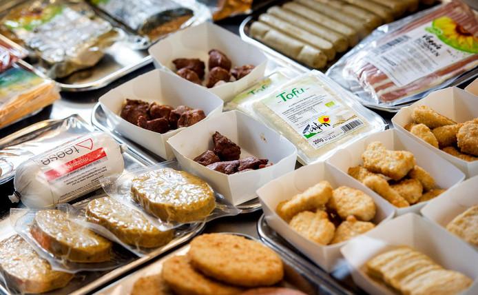 Vleesvervangers bij De Vegetarische Snackbar in Den Haag.
