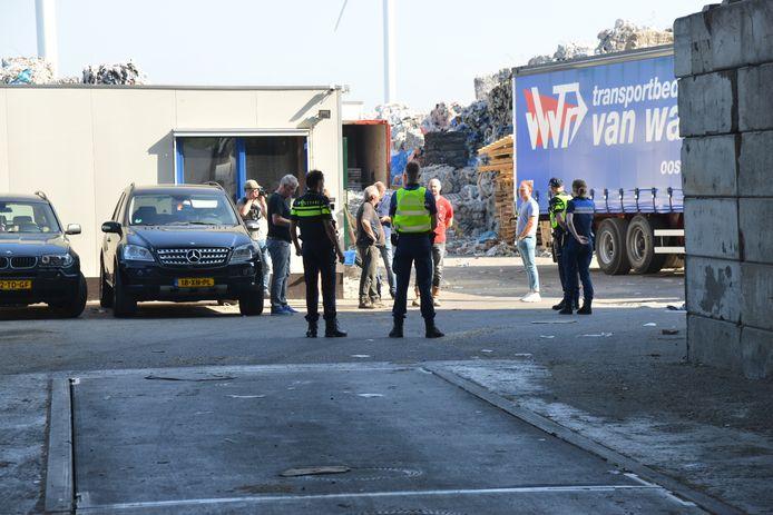 Na de inval bij Puijfelik heeft de gemeente Oosterhout hetbedrijf gesloten.