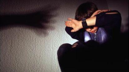 """Belgische kinderen gruwelijk mishandeld door ouders: """"Ze kregen papfles met alcohol in en moesten eigen uitwerpselen opeten"""""""
