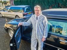 'We beginnen op onze tenen te lopen', voelt rouwautochauffeur Frank Meijers uit Schaijk