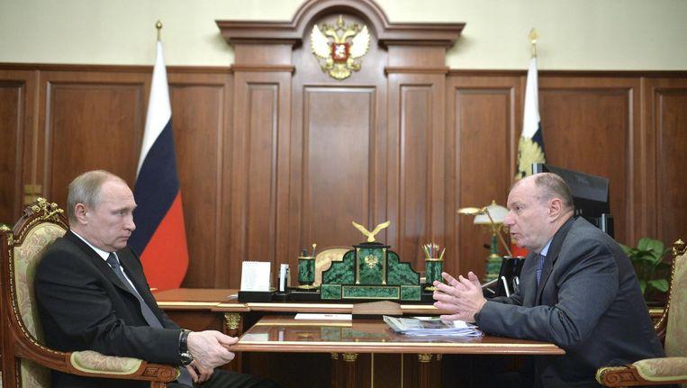 Vladimir Poetin en de steenrijke getrouweling Vladimir Potanin, die volgens de auteur verantwoordelijk is voor de Winterspelen in Sotsji. Beeld reuters