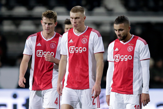 Treurende  Ajacieden na de nederlaag bij Heracles Almelo (1-0) zaterdagavond.