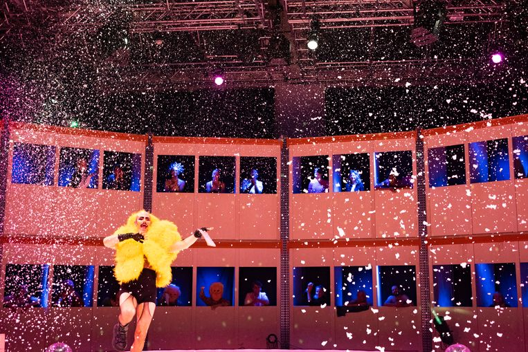 Jake Credit op de opening van het Amsterdam Fringe Festival 2020. Beeld Annelies Verhelst
