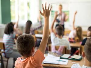 """Les pédiatres plaident pour un retour à l'école à temps plein: """"L'enseignement à distance n'est pas suffisant"""""""