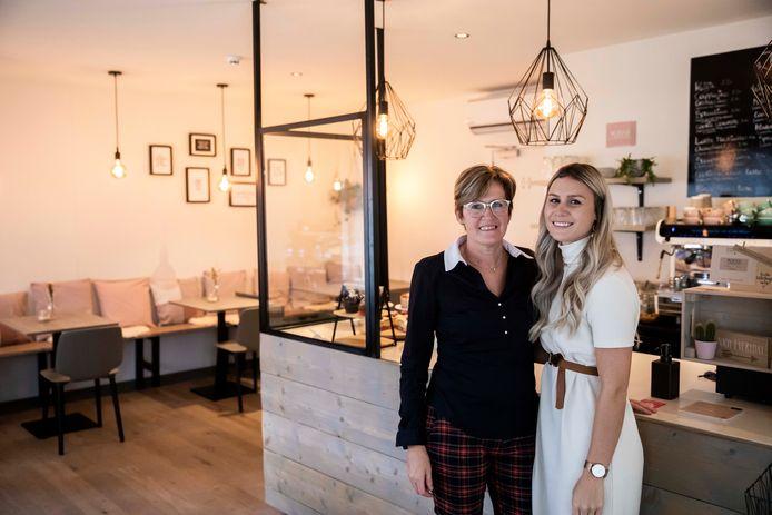 Zelfs in onzekere tijden blijven moeder Veerle Caelen en dochter Axelle Mommens dromen over de mogelijkheden van hun koffiehuisje Mokka in Genk.