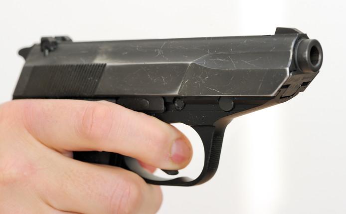 Het dienstwapen van de politie waarmee is geschoten