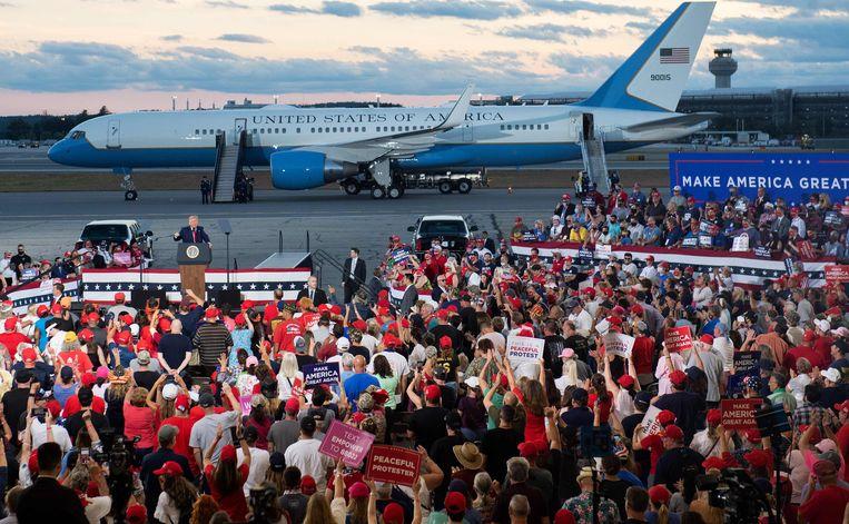 President Trump spreekt aanhangers toe tijdens een campagnerally. In 2016 mengden Russen zich met de Amerikaanse presidentsverkiezingen. Beeld AFP