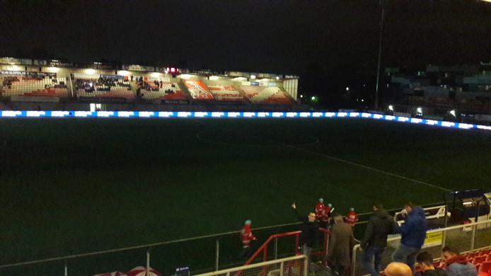 Het licht viel maandagavond tijdens FC Oss - Jong PSV uit in het Frans Heesenstadion.