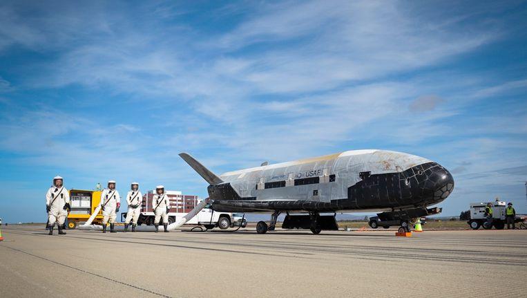 X-37B na een landing op de Vandenberg-luchtmachtbasis in Californië in 2014.