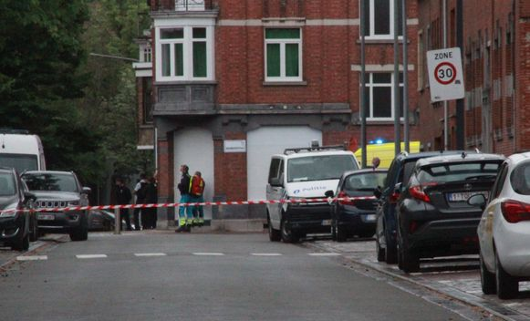 De omgeving van de woning waar de man zich verschanst, in de Sint-Rochuslaan in Kortrijk, werd hermetisch afgesloten.