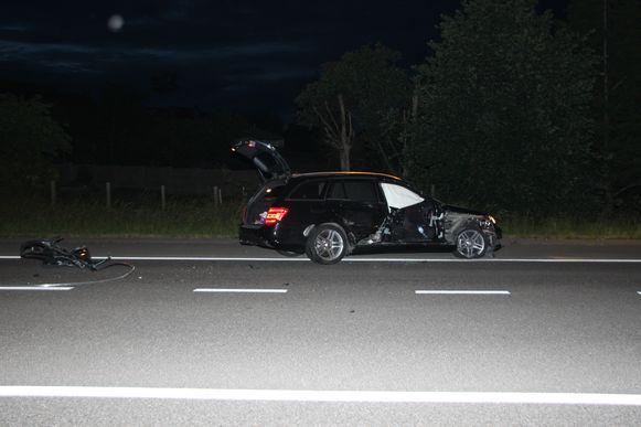 De Mercedes raakte aan de rechterkant zwaar beschadigd.