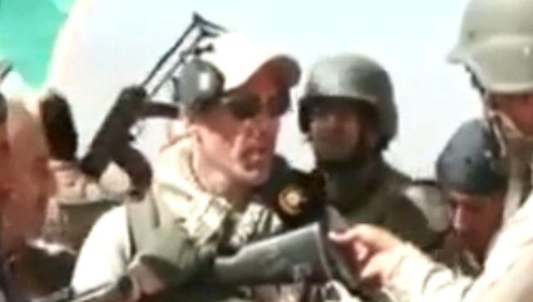 Still uit het filmpje waarop te zien is dat een lid van No Surrender zich heeft aangesloten bij een Koerdische strijdgroep. Beeld Dumpert