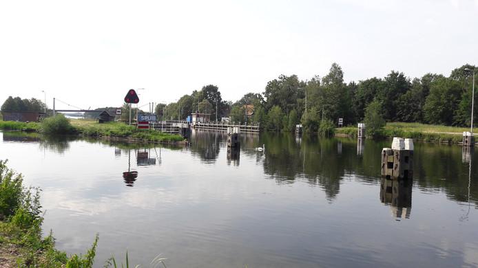 Sluis II in het Wilhelminakanaal bij de Reeshof.