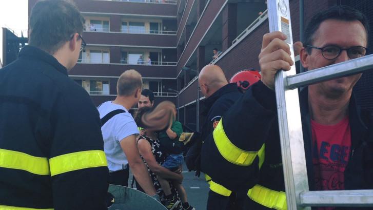 Kind (4) belandt in ondergrondse Zevenbergse afvalcontainer, gemeente Moerdijk steekt hand in eigen boezem