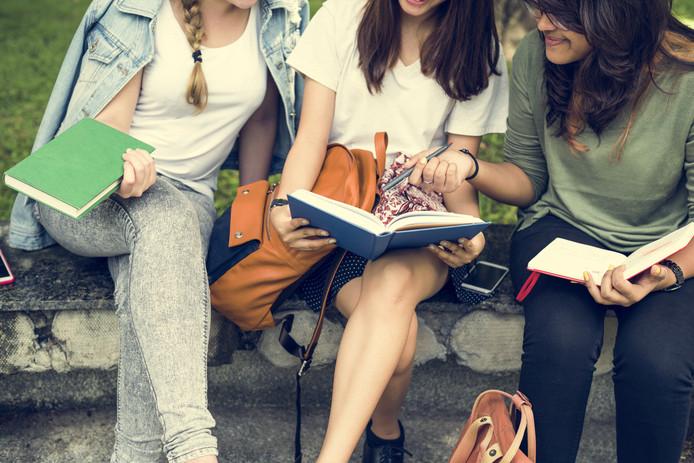 Vrouwen zijn voor het eerst hoger opgeleid dan mannen
