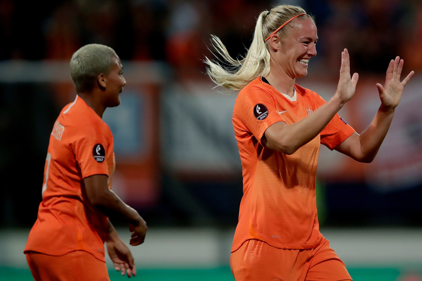 Stefanie van der Gragt scoorde de 1-0, Shanice van de Sanden viel geblesseerd uit.