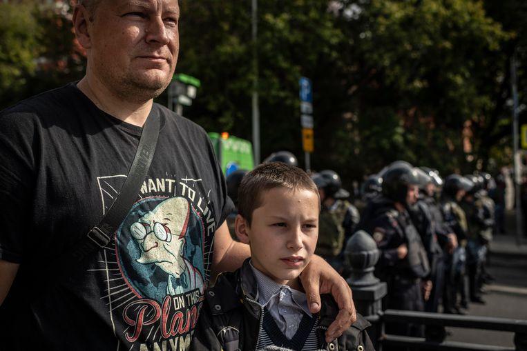 Jevgeni Glostki en zijn zoon. Beeld Yuri Kozyrev
