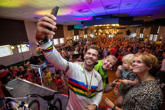 Na het behalen van de wereldtitel BMX in 2019 werd Twan van Gendt gehuldigd in dorpshuis De Boxhof, in zijn woonplaats Velddriel.