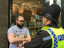 """Paul Crowther a été arrêté par les forces de l'ordre pour suspicion """"d'agression""""."""