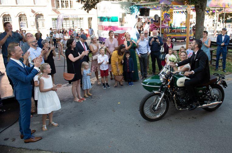 Jan en Fran arriveerden op een moto met zijspan.