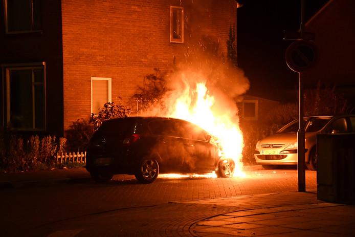 In de auto woedde een felle brand.
