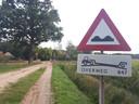 De spoorwegovergang bij de Vreehorstweg, waar donderdagavond een 63-jarige vrouw verongelukte.