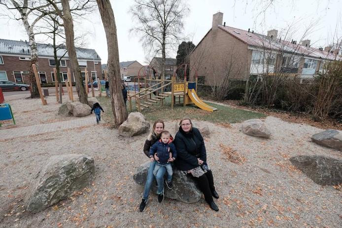 Nicky Donkers, zoontje Jaimy en Mariska de Wilde. Foto: Jan van den Brink